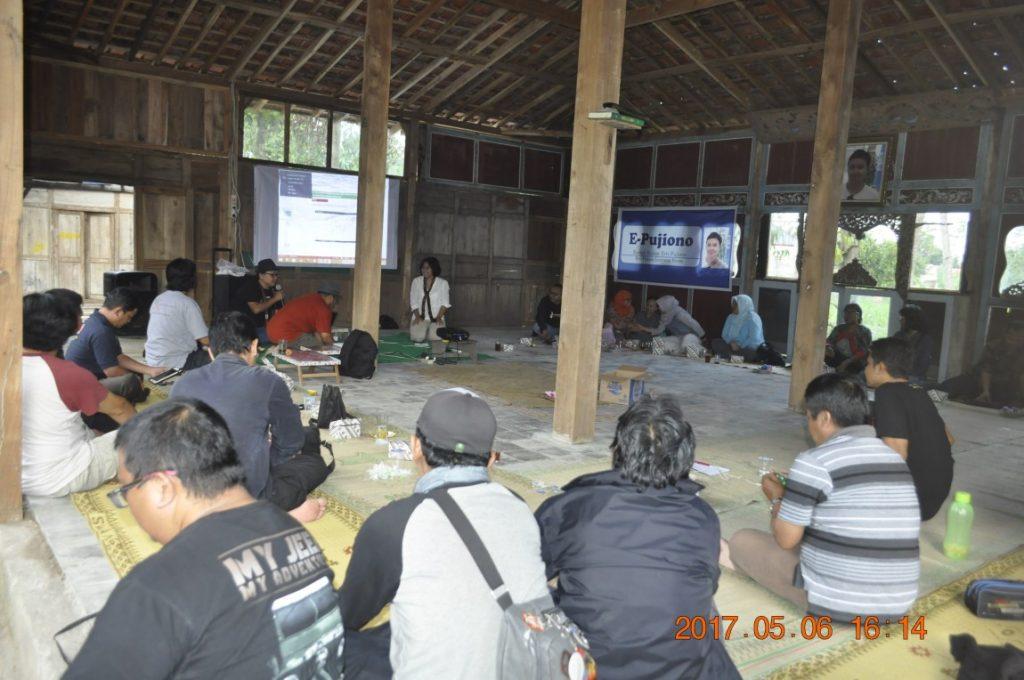 Peserta acara peluncuran di Joglo Ervi Pujiono (Foto: Djuni Pristiyanto)