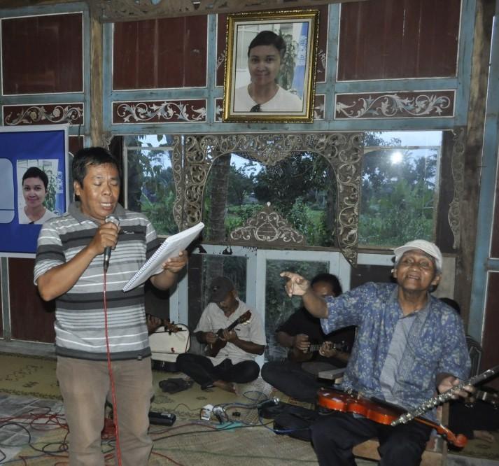 Jam Session Grup Keroncong Sumber Laras dengan Bambang Sasongko. (Foto: Djuni Pristiyanto)