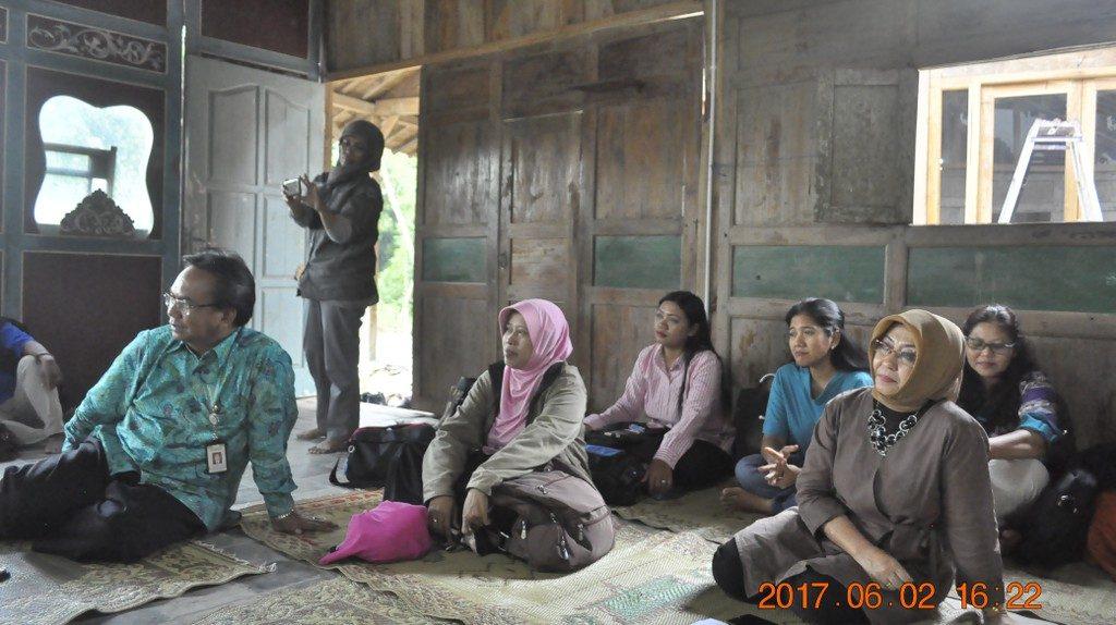Narasumber dan peserta diskusi pekerjaan sosial dan penanggulangan bencana pada 2 Juni 2017.
