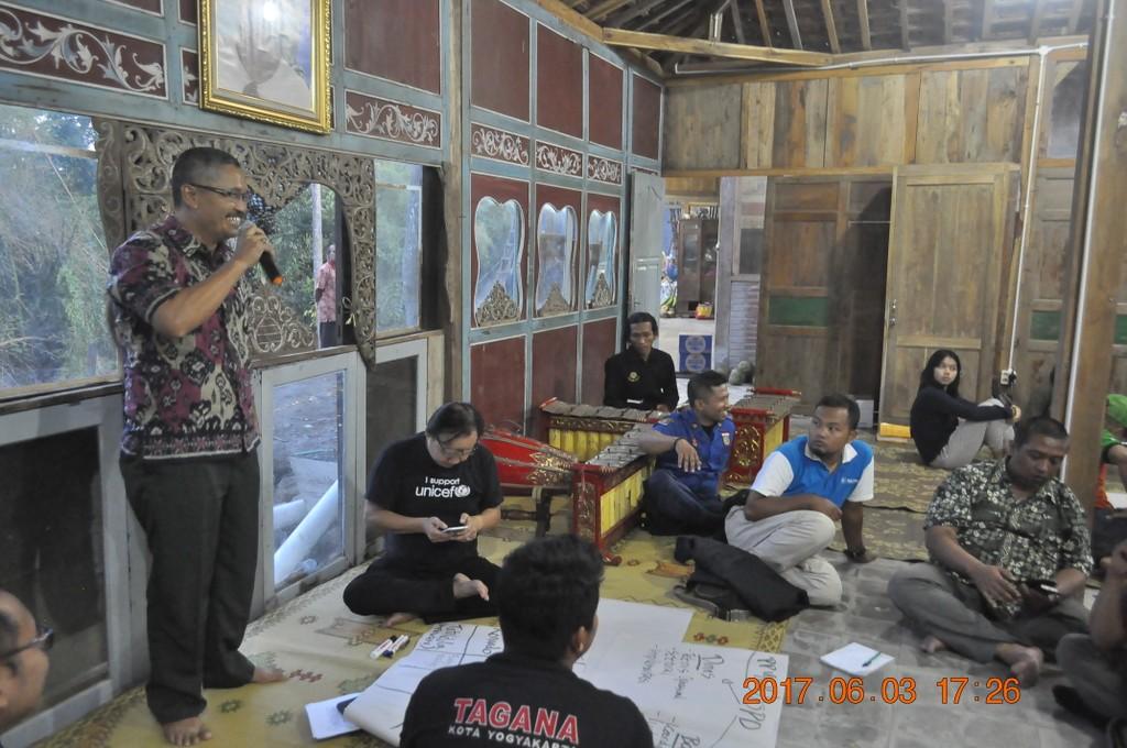 Kalaks BPBD Bantul Dwi Daryanto memaparkan hasil diskusi kelompok pada 3 Juni 2017.